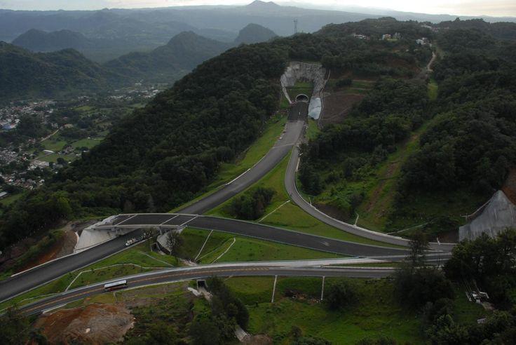 El mandatario estatal Javier Duarte de Ochoa inaugurará junto con el presidente Felipe Calderón, el tramo Perote-Las Vigas del Libramiento de Xalapa, obra que es el resultado del esfuerzo conjunto de los tres órdenes de gobierno.