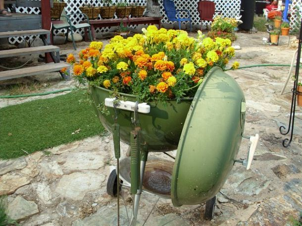 With everyone switching to gas grills , keep your old one around and a… :: Hometalk ***Makes me so excited  for garage sales to start up again! Great funky junk to find for potting your flowers!***