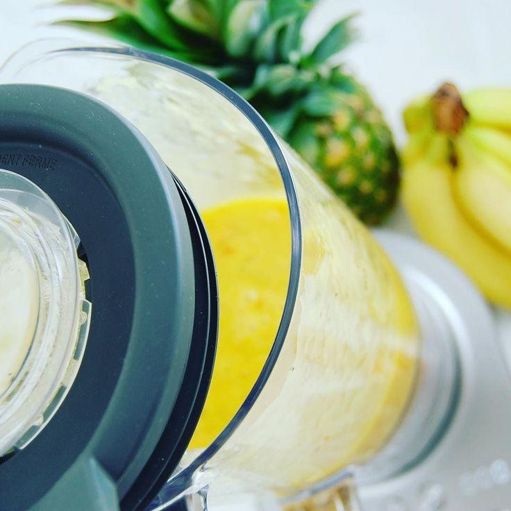 Viele Tipps und Tricks rund um den Smoothie-Mixer findet ihr auf unserer Seite. #lovesmoothies #smoothiemixer #smoothiemaker #vegan #fit #gesund #banane #ananas #raw #mixer #instasmoothie #smoothie #picoftheday
