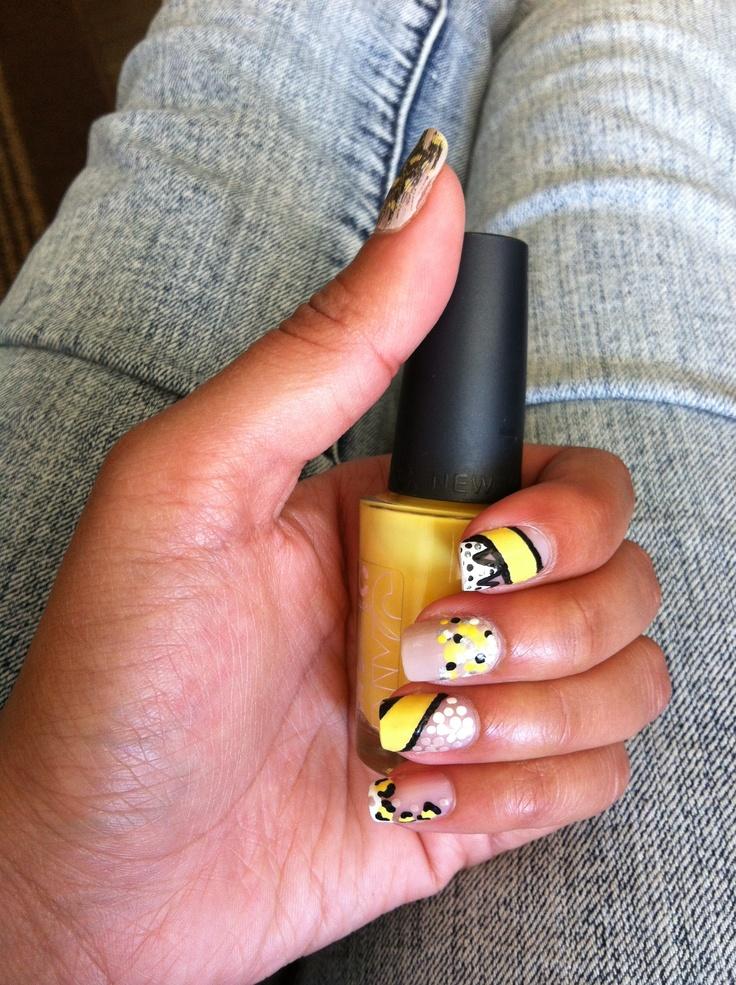 bumblebee nail art :)) black and yellow