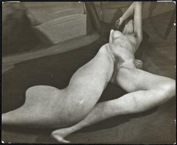 Distortion – André Kertész,1933