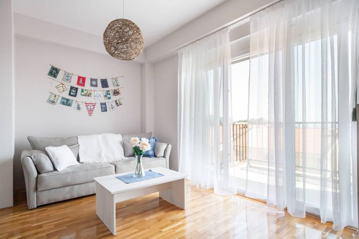 Appartement à Petrovac, Monténégro. Our cool and sunny one bedroom apartment is located in perfect position far from crowded parts of the city. The view from every part of the flat will make you feel very comfortable and relaxed. That is what everyone need. Sit back and enjoy your s...