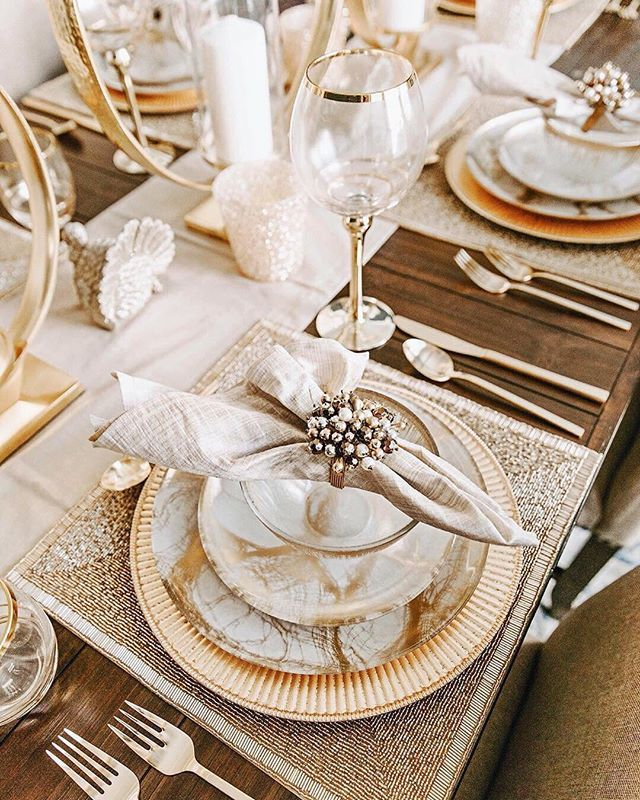 Don T Mind Us Just Trying To Figure Out How To Get On The Guest List For Tarynnewton S Thanksgiving Dinner Dining Room Table Decor Dinning Room Table Decor