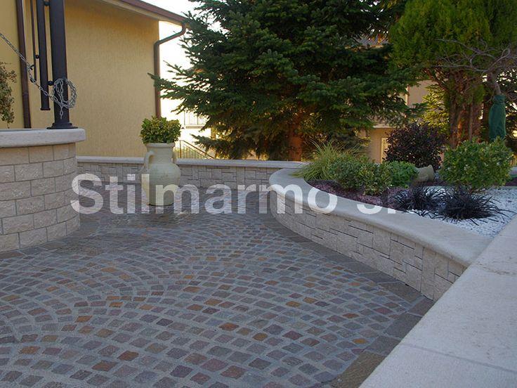 """Bellissimo giardino rivestito con lo Spaccatello in Botticino. La creatività è del posatore. L'ingegno italiano si vede anche da questi """"piccoli"""" progetti architettonici - Made in Italy"""