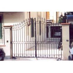 Wrought Iron Driveway Gate. Customize Realisations. 054