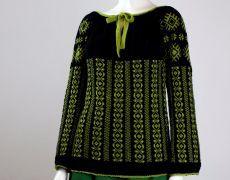 ie tricotata neagra cu model verde