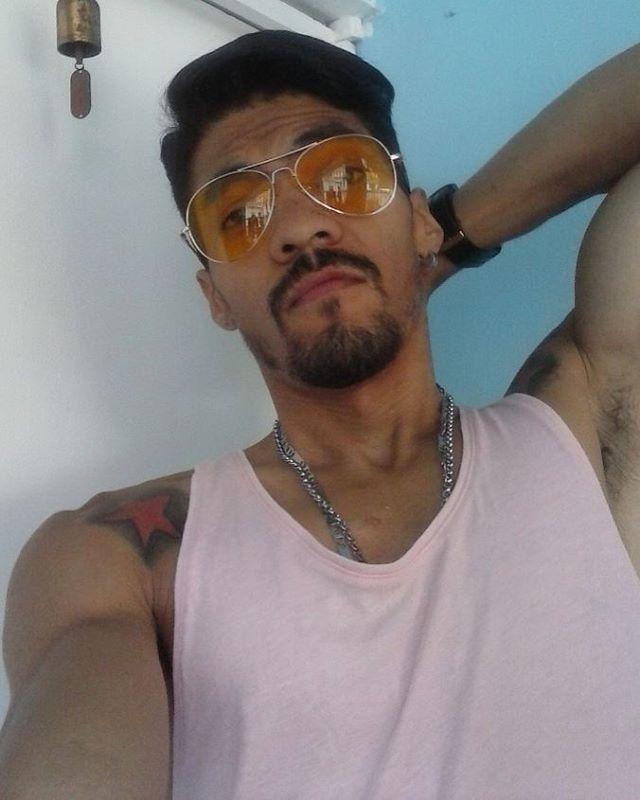 Viernes.... #arabe #tatto #tatuajes #hot #menphysique #abdominales #gym #fitness #fitnessmotivation #modelo #men #fitnesmodel #caracas #venezuela #panama #mexico #miami #colombia #iggers #sexy #barba #muscle #piernas #resistencia