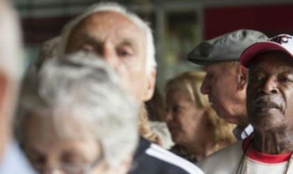 Governo formaliza antecipação de 50% do 13º dos aposentados
