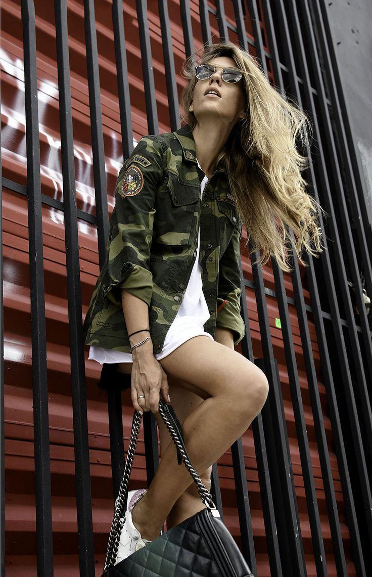 Camo jacket on bloggers at fashion streetstyle Miami blog by Liudmila Zaichkina, fashion bloggers 2017