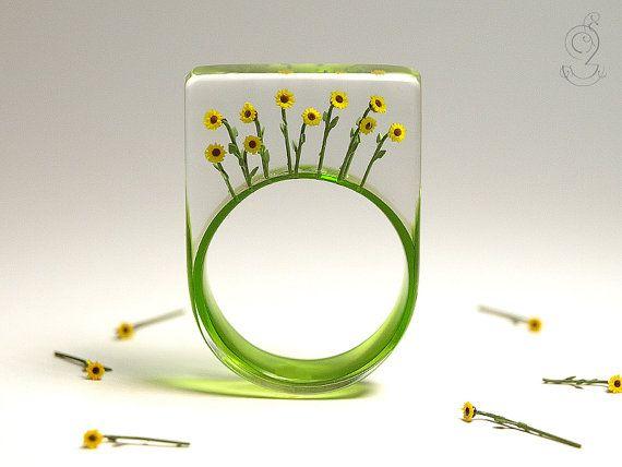 Bloomy sun - summerly flower ring by GeschmeideUnterTeck
