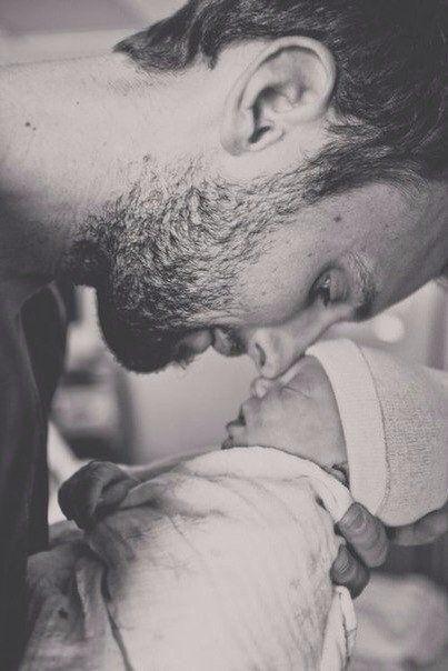 Отец для девочки - это первый и долгое время единственный мужчина в жизни. Он самый лучший и сильный. За него не надо бороться, его не надо искать. Он любит без всяких условий. / Дети - это счастье!