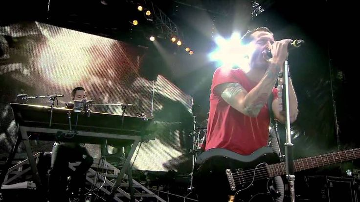 """Linkin Park - """"Iridescent"""" (live in Red Square) (+playlist)"""