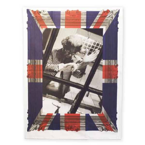 Playful tea towel for the 'Queen' in your life. Designed by Alison Jackson for The New English. 100% Cotton #Royal #TeaTowel #Queen #British #MadeInEngland #MothersDay #Gift #Kitchen #Towel