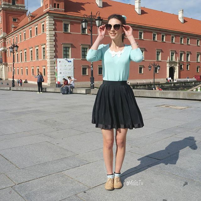 Full ootd in front of the #palace in Warsaw! 😍  #Hair #HairStyle #Braid #InstaHair  #LongHair #BellamiHair #HairInspo #SummerStyle #Extensions #Poland #Polska #HairTrend #StyleInspiration #Style #Outfit #Fashion #HairDo #HudaBeauty #Ootd #BellamiGuyTang #PerfectHairPics  #HairsandStyles #Warsaw #FeatureFridayStyle #MisiaTV  @hairsandstyles @bellamihair @girlstraveldiary @stradivarius @review_australia