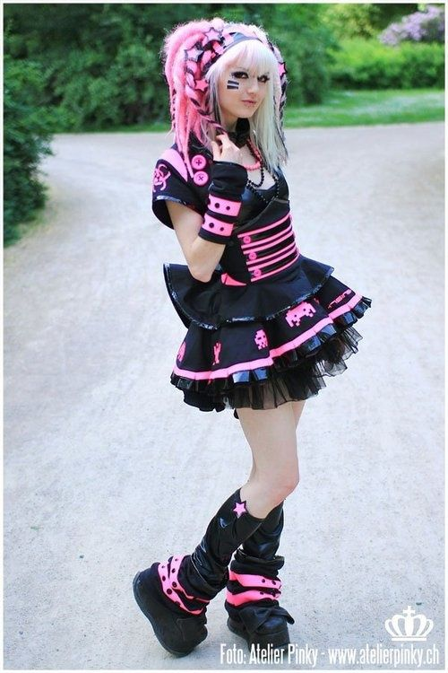 cybergoth-girls:  Cybergoth girl http://cybergoth-girls.tumblr.com/