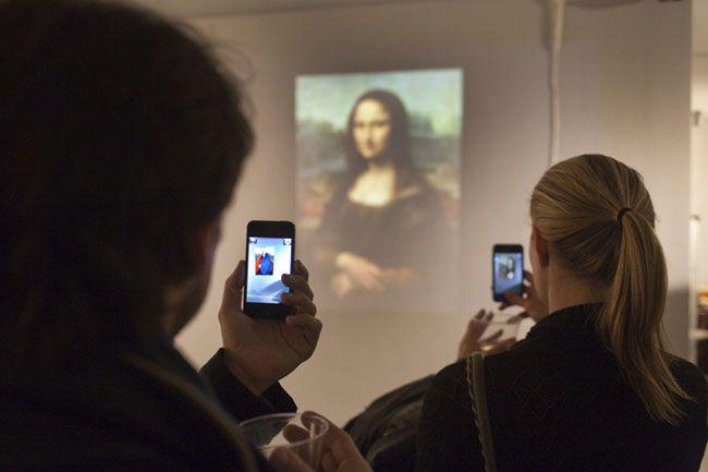 "Amir Baradaran ""Frenchising Mona Lisa"" 2011 Instrucciones de uso: http://www.amirbaradaran.com"