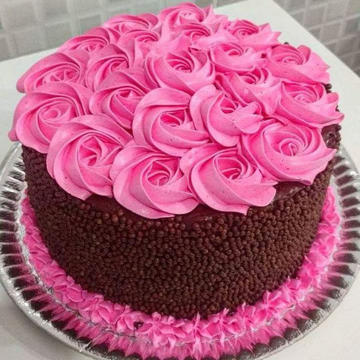 Bolo buquê rosa com doce de leite condensado de chocolate e chantilly    Pão de ló (massa para 2 bolos quadrados ou redondos médios), ingredientes:  • 7... - Ro Oliveira - Google+