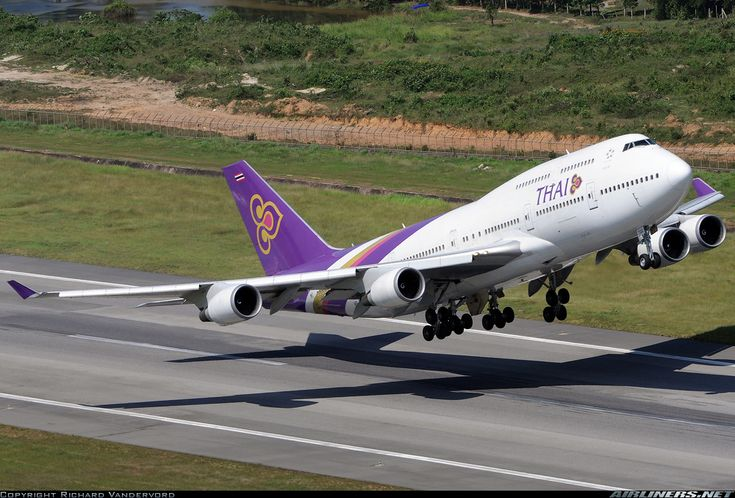 Boeing 747-4D7 aircraft picture