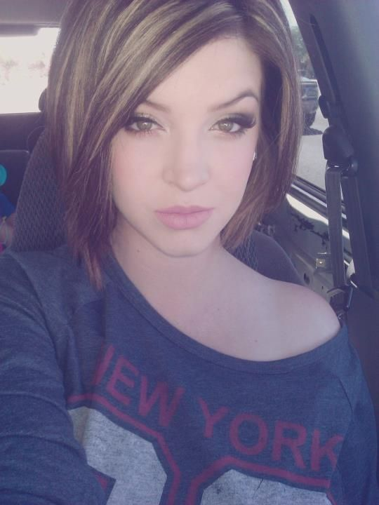 Two tone hair color.. like this if I ever decide to go short again... Mayb not that short