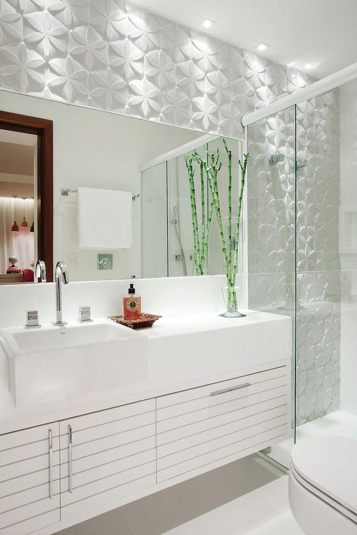 Conheça 95 exemplos de projetos de banheiros decorados com diferentes estilos. Referências e fotos incríveis.