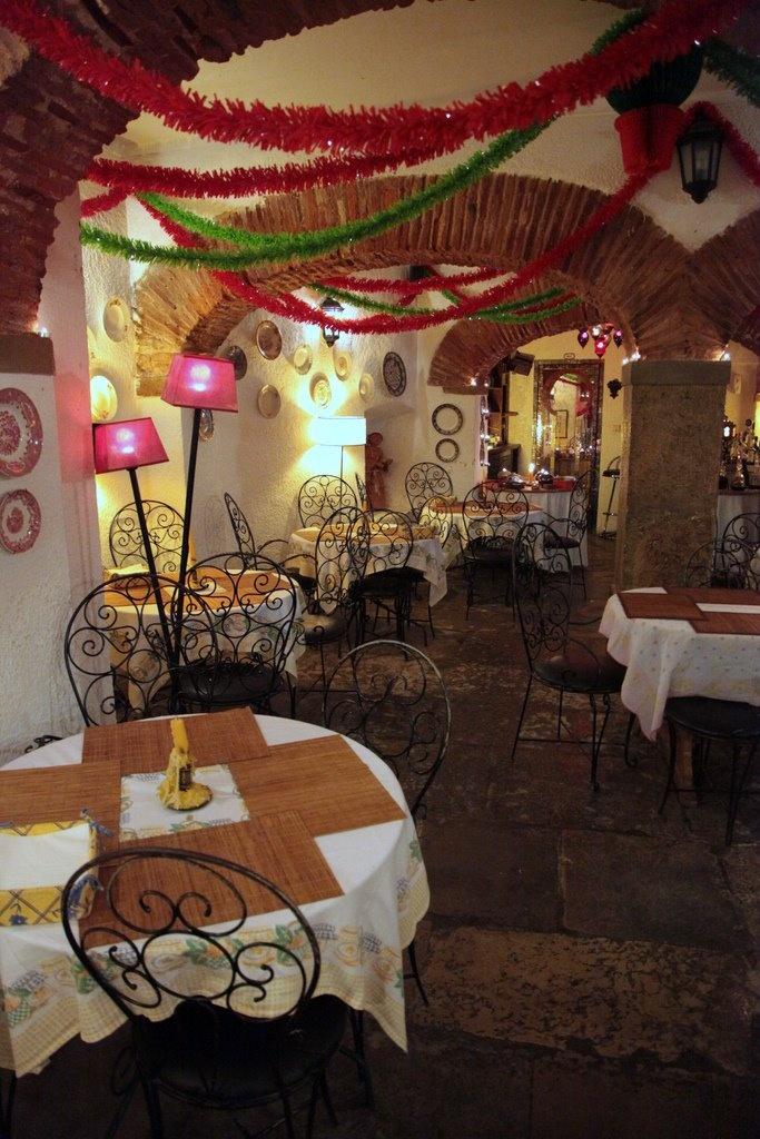 Sao Miguel D'Alfama Restaurant  BEST fado & food in lisbon! Great family-style restaurant.