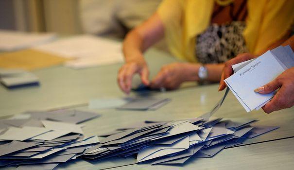 La France est jaune Macron, dimanche soir, aux couleurs des candidats de La République en Marche, arrivés premiers dans près de 8 circonscription sur 10. Une carte électorale inédite.