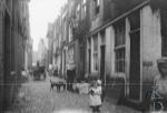 Lange Lijnstraat, Rotterdam. Around 1900. By Breitner.