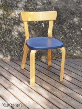 Sininen Artek-tuoli