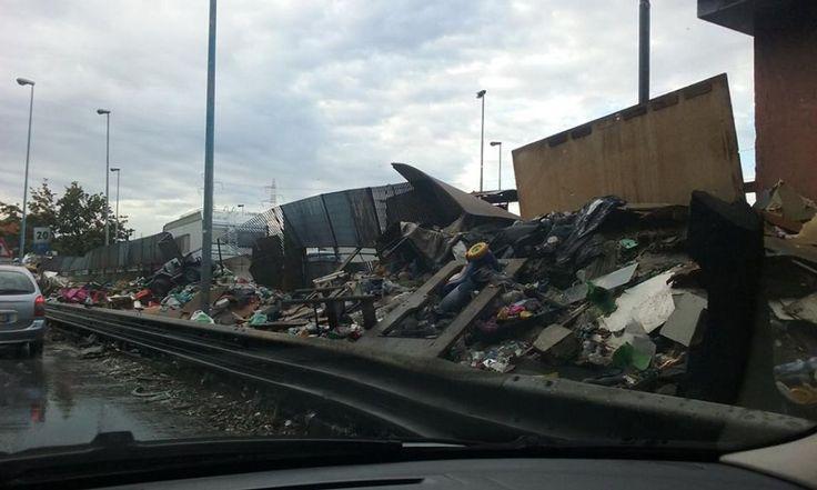 Napoli, ancora nessuna pulizia dei rifiuti sul tratto arzanese Circumvallazione esterna