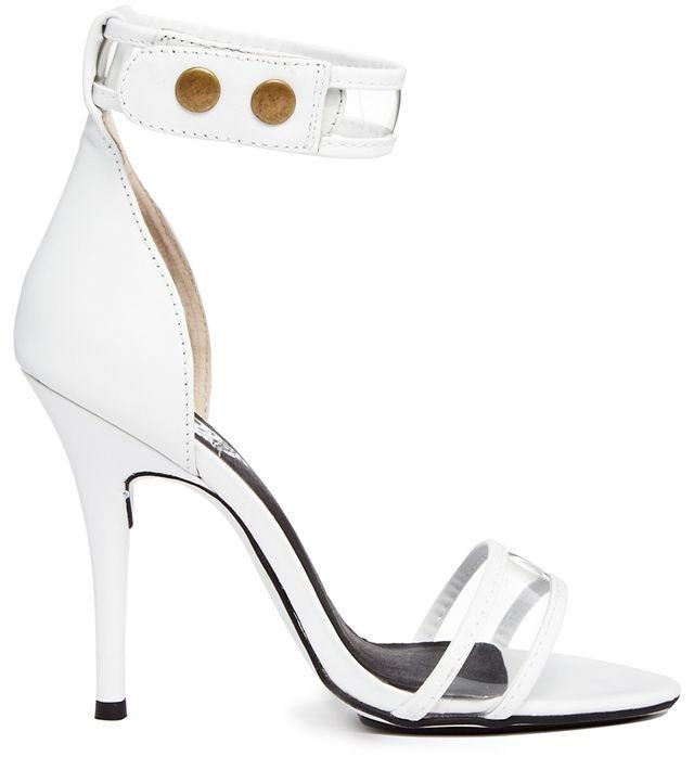 Sol Sana – Hero – Weiße Sandalen mit transparentem Riemen und einfacher Sohle auf shopstyle.de