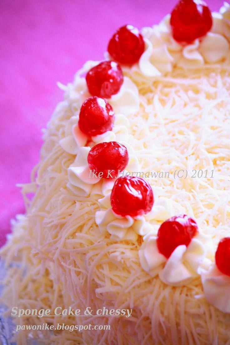 Siapa orang Indonesia yang ga kenal cake bertabur keju begeneh...slruuupphhh..enaaaak banget! udah gitu dalemnya empuk...puk...hanya ada d...