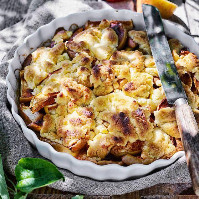 Friska, syrliga och söta äpplen är underbart gott att göra paj på. Här är en knäckig dröm smaksatt med kanel. Pajen passar bra att servera med vaniljsås eller vaniljglass och lättvispad grädde.