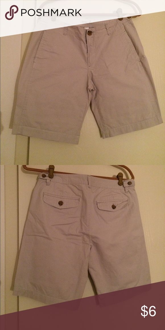 Old Navy Women's Khaki Shorts Old Navy women's Khaki short, 2 front and 2 back pockets. Size 8 -- Color: Cream.  Shorts worn twice in excellent condition. Clean home, no pets, no smoking. Old Navy Shorts