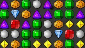 Układanie kolorych kulek to fajne zajęcie na wolną chiwilę polecam tą stronę http://grywkulki.com.pl/k/kulki-ukladanie/