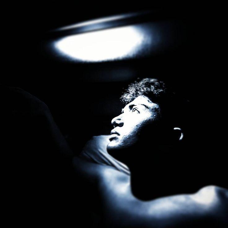 Bazen sanat ..! • • • #repost with #repostapp #sanat #gecegündüz #gece #siyahadam #siyah #karanlık #tiyatro #dusunenadam #oyun #home #sleep #night #güneşligünler #hayali #vsco #vscocam #actors #istanbul #istanbulturkey http://turkrazzi.com/ipost/1522825398516416390/?code=BUiKaG1g3-G