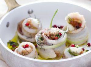 Ricette di pesce: involtini di spigola con prosciutto crudo