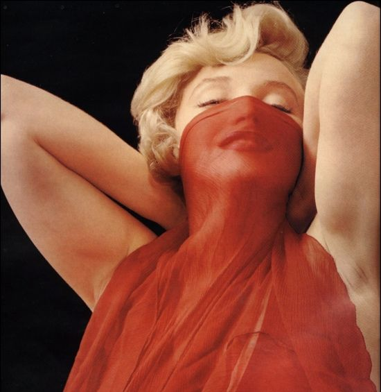 Marilyn Monroe: Marilynmonro Veils, Marilyn Monroe, Icons Beautiful, Milton Green, Marilyn Red, Norma Jeans, Beautiful People, Miltongreen, Ladies In Red