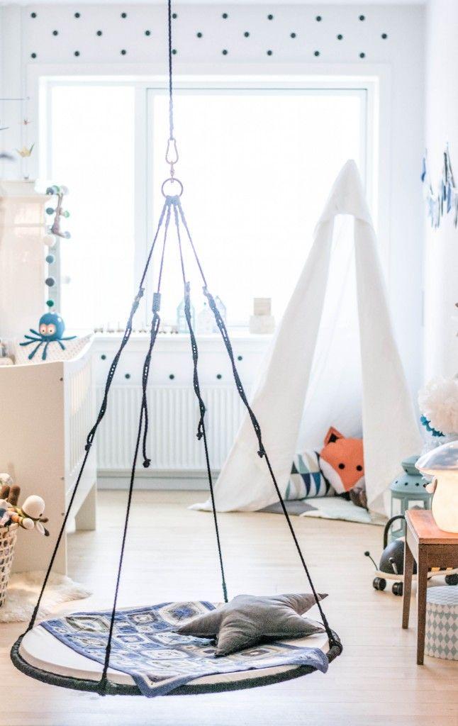Indretning boernevaerelse, drengeværelse. Baby boy's room with play tipi.