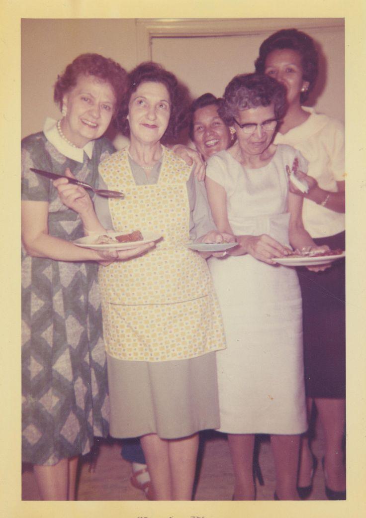 The gals - Rosy, Viviane, Éveline, Paulette & Yvonne.