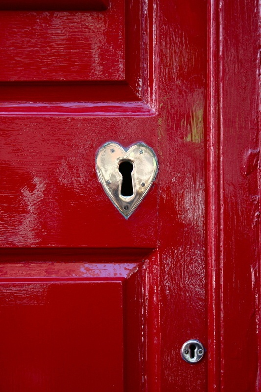 beautiful heartware on a shiny crimson door. ~ check out ~ RollTideWarEagle.com ~ great sports stories, audio podcast and FREE on line tutorial of college football rules. #CollegeFootball #RollTide #Alabama Red