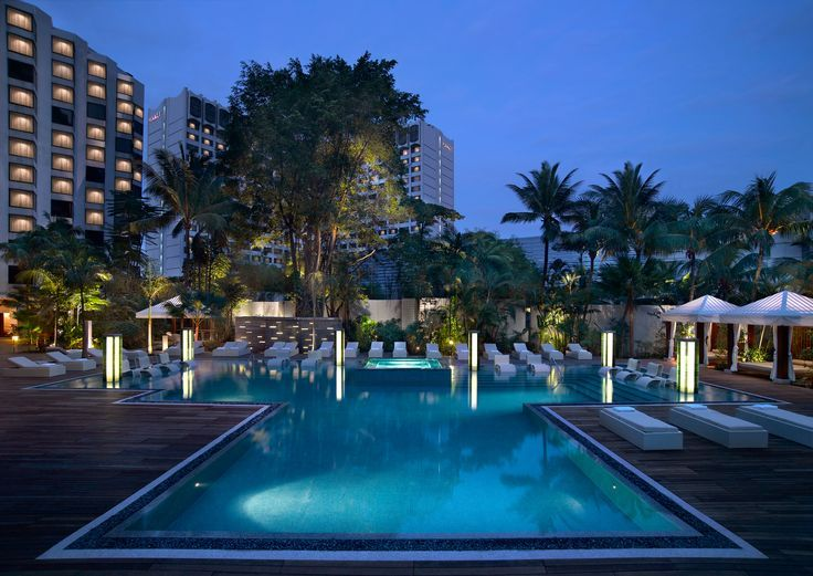 Surrounded by a secluded garden right in the heart of the city, the free-form turquoise pool at Grand Hyatt Singapore offers resort-like relaxation all year-round.
