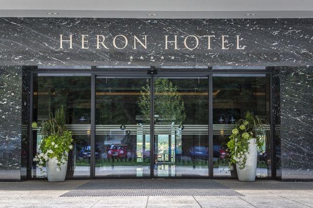 Kompozycje w donicy dla Hotelu Heron Projekt i Realizacja: BS Ogrody