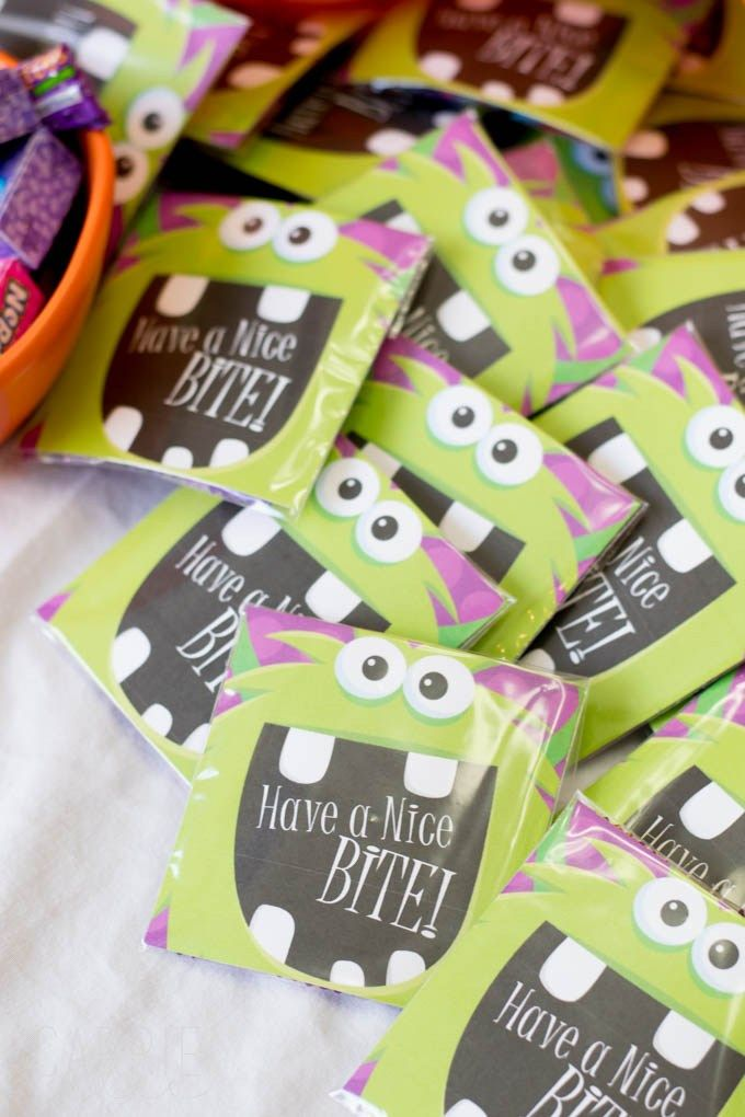 get your free have a nice bite treat bag labels here perfect for halloween or a monster themed birthday party - Pinterest Halloween Treat Bags