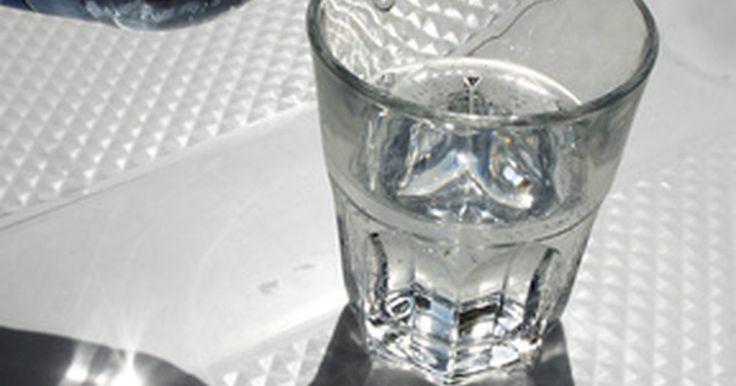 """¿Cuánta agua debo beber antes de un ultrasonido?. El ultrasonido se usa para evaluar muchas estructuras dentro del cuerpo. Es muy útil para los obstetras y ginecólogos porque no expone al paciente a la radiación ionizada, como los rayos X. Es un procedimiento relativamente seguro. Muchos pacientes están familiarizados con la """"preparación de la vejiga"""", las instrucciones específicas que debe ..."""
