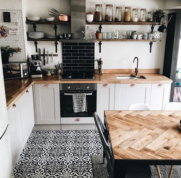 Gorgeous tile and countertops