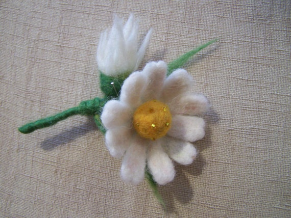 Felt flower broochneedle felted daisy pin by ArteAnRy on Etsy, €15.00