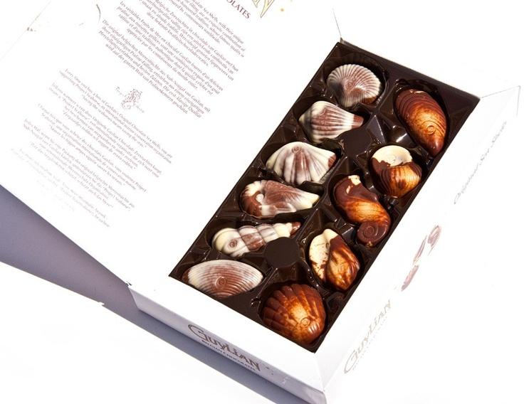 140 'ı aşkın ülkede satışı olan dünyanın en önemli Belçika çikolatalarından 35 yılın tecrübesi ile birbirinden lezzetli Guylian Sea Shells . Batı Afrika'nın en iyi kakao çekirdekleri ve Akdeniz çevresinin en iyi fındıkları ile üretilmiş bir klasik.çikolata sepeti, çikolatasepeti, chocolate, özel çikolata, sevgili