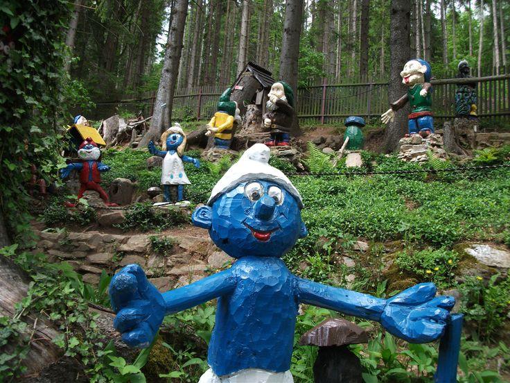 Smurfes znajdziecie w Ogrodzie Bajek w drodze na Igliczną.