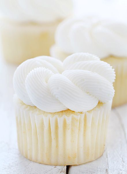 Elegant White Cupcakes - These delicious cupcakes have a fine crumb and a dense texture, making them ideal for a special occasion! | iambaker.net
