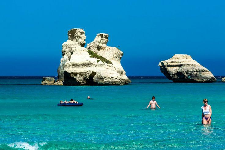 """Torre dell'Orso - Marina di Melendugno Spiaggia Sabbiosa con Pineta. Due Faraglioni gemelli, denominati """"Le due sorelle"""".  #TorredellOrso #Spiaggia #Salento #Faraglioni"""